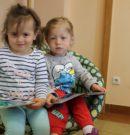 Najmłodsi czytelnicy z wizytą w radkowskiej bibliotece