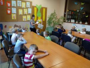 BPMiGRadkow Przedszkolaki Radkow kwiaty wazon mlodsze00003