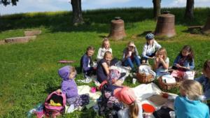 BPMiG Radkow piknik z ksiazka Wambierzyce14