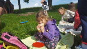 BPMiG Radkow piknik z ksiazka Wambierzyce30