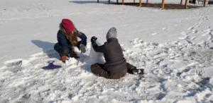 BPMiGRadkowi Zabawy na sniegu Scinawka Dolna00004