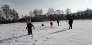 BPMiGRadkowi Zabawy na sniegu Scinawka Dolna00006