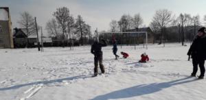 BPMiGRadkowi Zabawy na sniegu Scinawka Dolna00014
