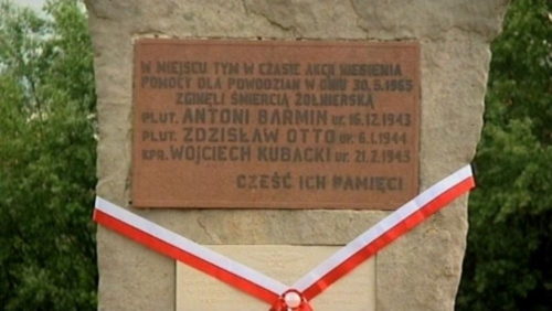 BPMiG Radkow pomnik Dolna kwiaty1