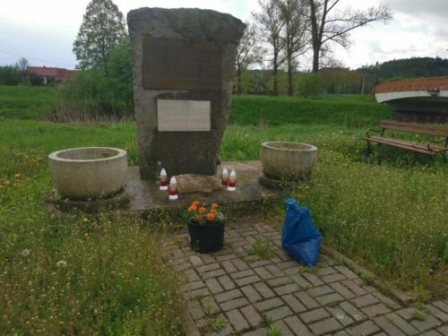 BPMiG Radkow pomnik Dolna kwiaty11