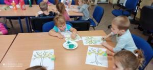 F4 jesienne drzewa zajecia przedszkolaki10