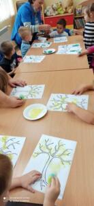 F4 jesienne drzewa zajecia przedszkolaki13